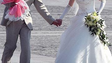 Брошенный из самолета свадебный букет стал причиной авиакрушения
